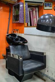 Store Images 3 of Universal Ladies And Gents Salon